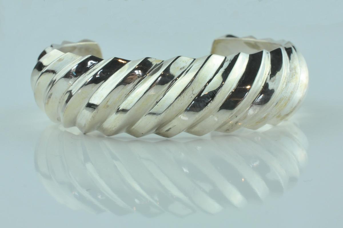 zilveren armband, origineel ontwerp zilveren armband, ontwerp van renate voorham goudsmid, zilvere cado, zilveren cadeau, silver gift, cadeau voor mijn vroutje, zilveren sieraad