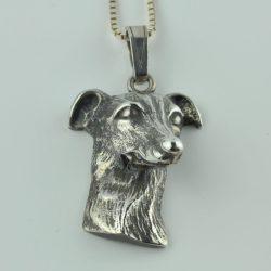 Hanger in vorm van hondje, honden hanger zilver, zilveren hanger hondje, zilveren hondje, hond van zilver, ketting met hanger zilver, zilveren ketting met hanger hondje, zilvere hond, hond van zilver, hondje sieraad, zilveren sieraad hanger