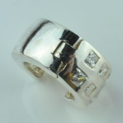 Zilveren oorbel met diamanten, zilvere cado, zilveren cadeau met diamanten, oorbel zilver diamant