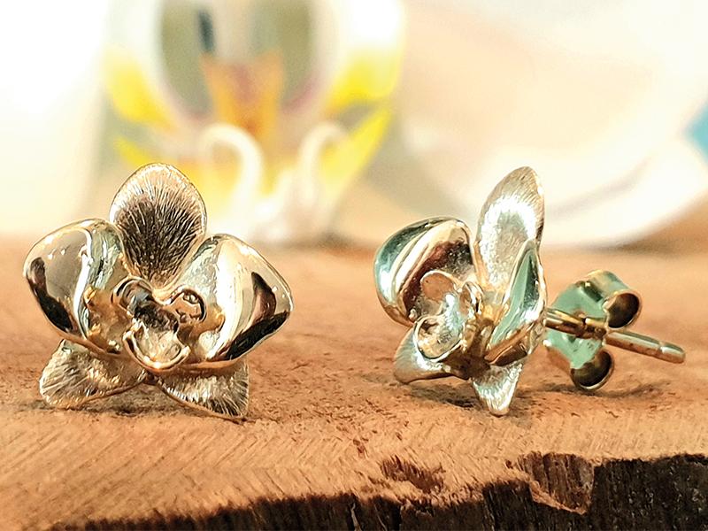gouden orchidee oorknoppen, gouden oorbellen, gouden sieraad, gouden cadeau, mooie gouden ontwerp, te koop gouden sieraad, te koop gouden oorsteker
